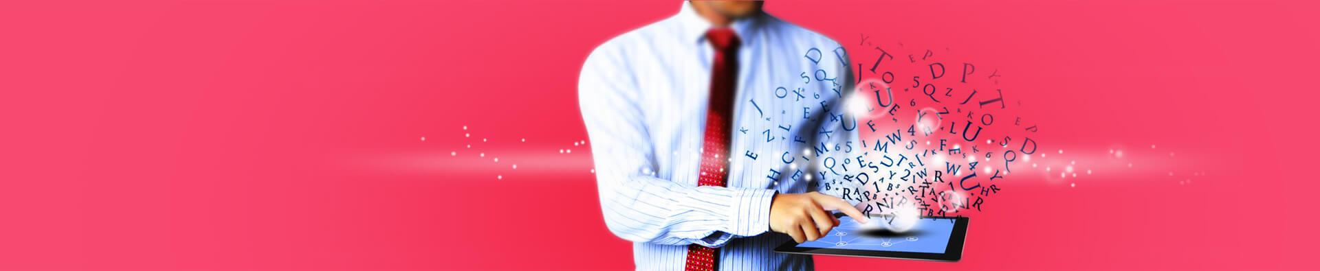 Homem de negócios com elementos do blog de marketing digital e comunicação